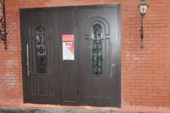 Двустворчатая дверь со стеклопакетом фото