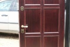 Металлическая дверь из массива дуба