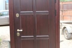 Металлическая дверь из массива дерева фото