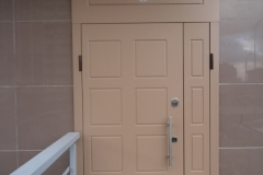 Входная двустворчатая дверь фото