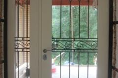 Металлические двери из массива дерева в Балашихе